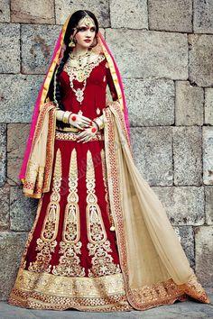Red Velvet Lehenga Choli Avec velours beige Dupatta Conception no- DMV7272 Prix- 359,53 € Type de robe: Lehenga Tissu: Velvet Couleur: Rouge Décoration: brodé, Resham, pierre, Zari Pour plus de détails: http://www.andaazfashion.fr/womens/lehenga-choli/occasion/bridal-wear-lehenga-choli/red-velvet-lehenga-choli-with-beige-velvet-dupatta-dmv7272.html
