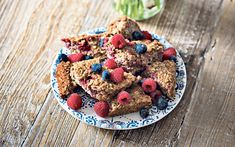 Make these easy breakfast bars the night before, store in an airtight   container and throw it in your bag to eat at work