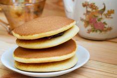 Doraemon, Dorayaki Receta, Make It Simple, Japanese Desserts, Breakfast, Food, Sweet Breakfast, Sweet Desserts, Japanese Recipes
