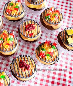 BBQ Grill cupcakes: 10 Cupcakes That Are Perfect for Summer - mom. Köstliche Desserts, Summer Desserts, Summer Recipes, Delicious Desserts, Summer Food, Summer Themed Cupcakes, Fun Cupcakes, Campfire Cupcakes, Fathers Day Cupcakes