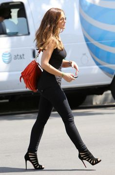 I wanna strut like Minka :)