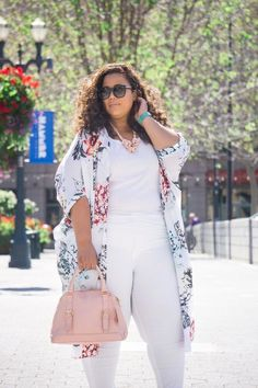 Spring denim (garnerstyle) curvy, plus size fashion idea's м Plus Size Fashion Blog, Plus Size Fashion For Women, Plus Size Women, Curvy Girl Outfits, Curvy Girl Fashion, Plus Size Outfits, Mode Abaya, Mode Hijab, Garner Style