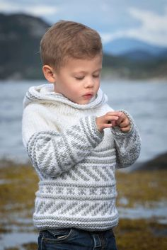 30 Trendy Knitting Sweaters For Kids Jumpers Crochet For Boys, Knitting For Kids, Crochet Baby, Crochet Hooks, Baby Boy Sweater, Sweater Knitting Patterns, Knitting Sweaters, Knitting Needles, Boys Sweaters