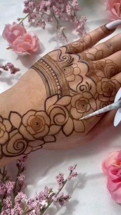 Floral Henna Designs, Henna Tattoo Designs Simple, Latest Bridal Mehndi Designs, Full Hand Mehndi Designs, Stylish Mehndi Designs, Henna Art Designs, Mehndi Designs For Girls, Mehndi Designs For Beginners, Mehndi Design Photos