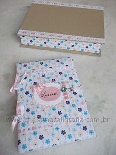 Livro de Recordações e caixa confeccionados com cartonagem e tecido.