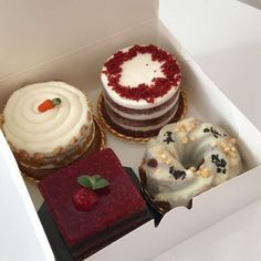 Cute Desserts, Dessert Recipes, Boutique Patisserie, Good Food, Yummy Food, Think Food, Cafe Food, Aesthetic Food, Pretty Cakes