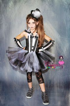 Jack Skellington inspired tutu dress by SofiasCoutureDesigns Halloween Circus, Halloween Cosplay, Halloween Costumes For Kids, Scary Costumes, Tutu Costumes, Girls Vampire Costume, Zombie Princess Costume, Jack Skellington Costume Kids, Tutu Noir