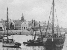 Deux canots sardiniers de l'ouest du Finistère en escale au port de Roscoff.