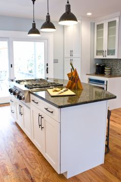 Functional island/bar area with a cooktop, sign me up! #diy #homeimprovement #remodel