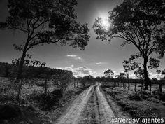 Contraluz em estrada de Morada Nova de Minas - Minas Gerais - Brasil