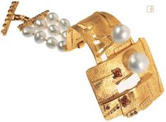 "This bracelet travelled a lot with the exhibition ""Pearls"" started from the American Museum of Natural History....."