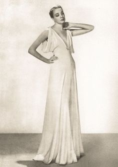 Photos: The Favorite Fashion Designer of Downton Abbey's Lady Mary, Madeleine Vionnet Vanity Fair Photo: Man Ray 1937 Madeleine Vionnet, Vintage Glamour, Vintage Beauty, Vintage Vogue, 1930s Fashion, Vintage Fashion, Edwardian Fashion, Vintage Dresses, Vintage Outfits