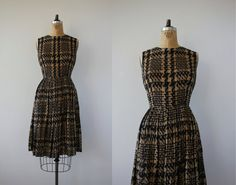 vintage 1950s dress / 50s houndstooth dress / 50s full skirt / 50s day dress / 50s cotton dress / 50s black tan dress / size medium 30in L