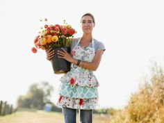 How To Grow A Cut Flower Garden Gardening Guide Gardening Tips Country Woman Magazine Country Woman Magazine, Growing Tulips, Growing Sweet Peas, Succession Planting, Cut Flower Garden, Cut Garden, Flower Gardening, Flower Farmer, Country Women