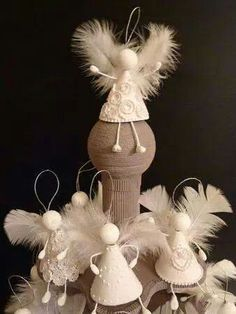 25 Lovely DIY Feather Crafts Ideas – ArchitectureArtDe… Source by Christmas Angels, Christmas Art, Christmas Projects, All Things Christmas, Christmas Holidays, Christmas Ornaments, Christmas Lights, Angel Crafts, Holiday Crafts