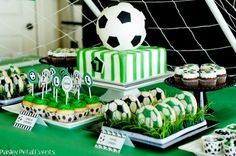 This traditional green, white & black soccer birthday party will make any little player happy on his birthday! Soccer Birthday Parties, Football Birthday, Soccer Party, Sports Party, Boy Birthday, Soccer Cake, Soccer Theme, Football Party Supplies, Ideas Para Fiestas