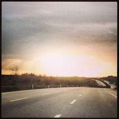 dönmek, mümkün mü artık dönmek... onca yollardan sonra, yeniden yollara düşmek. Neresi sıla bize, neresi gurbet ?