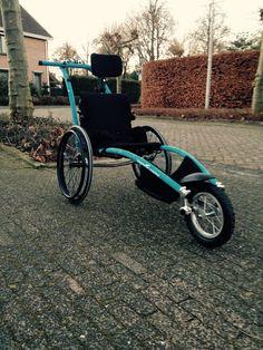 Hippocampe Marathon (Marathon duwrolstoel, Marathon Push Wheelchair) voor mensen met ernstige vaak meervoudige handicaps die niet zelfstandig een wheeler (race rolstoel) voort kunnen bewegen en toch graag met hun vrienden of familie mee willen doen aan hardloop evenementen. Als gezien op tv bij EO Rennen Voor Twee.