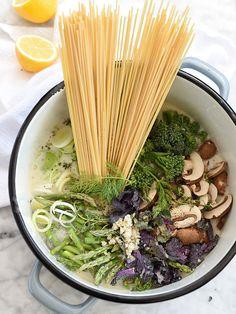One-Pot Skinny Pasta Primavera   foodiecrush.com #healthy #recipes #easy #creamy #sauce #vegetable