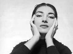 """In+anteprima+mondiale+la+mostra+""""Maria+Callas.+The+Exhibition"""",+dà+il+La+ad+un+tour+internazionale,+che+giungerà+ad+Atene+e+New+York,+a+Parigi+e+a+Città+del+Messico,+partendo+da+Verona.+La+città+che+consacrò+il+successo+planetario+di+Maria+Callas+-+dal+debutto+all'Arena+il+2+agosto+1947+nel+ruolo+di+Gioconda,+diretta+dal+maestro+Tullio+Serafin+-+ospita +la+prima+grande+mostra+dedicata+alla+Divina:+il+racconto+della+straordinaria+carriera+artistica+e+de..."""