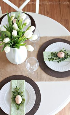 Simple Spring Tablescape {Green & White} Cute Easter dinner set-up . how beautiful is this table! I can see a coconut cream pie being served, matching the color scheme with a sprig of mint! Easter Table Settings, Easter Table Decorations, Decoration Table, Easter Centerpiece, Easter Dinner, Easter Brunch, Easter Party, Easter Gift, Oster Dekor