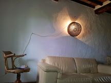 lampadario con vecchio setaccio