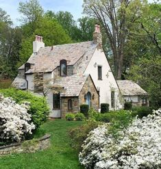 Cozy Cottage, Cottage Homes, English Cottages, Romantic Homes, Big Houses, Home Look, My Dream Home, Dream Homes, Interiors