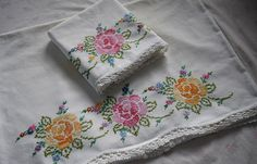 Vintage Set of Two Beautiful Standard Embroidered Pillow Cases