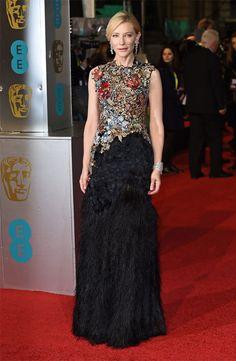 Atriz Cate Blanchett no red carpet do Bafta 2016.