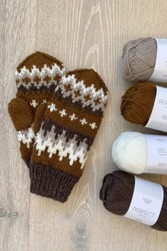 Knitted Mittens Pattern, Knit Mittens, Mitten Gloves, Knitting Patterns, Sweater Patterns, Alter Pullover, Powder Pink, Bernie Sanders, Knitting Yarn