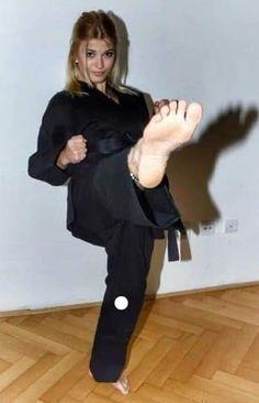 Female Martial Artists, Martial Arts Women, Girl Soles, Little Girl Leggings, Martial Arts Workout, Karate Girl, Barefoot Girls, Gorgeous Feet, Chloe Grace Moretz
