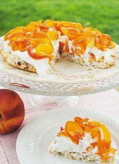 Кокосовый торт с персиками