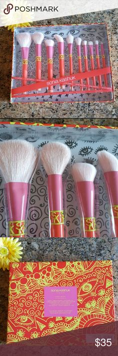 Sonia Kashuk Makeup Brush Set New limited edition Sonia Kashuk Color Shock 10 piece brush set. Comes in a very pretty box, perfect for gift giving! Sonia Kashuk Makeup Brushes & Tools