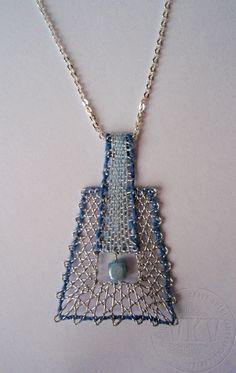 Náhrdelník v.č.16394 | Vamberecká krajka Lace Jewelry, Diy Jewelry, Jewelry Making, Needle Lace, Bobbin Lace, Pin Weaving, Types Of Lace, Lacemaking, Lace Heart