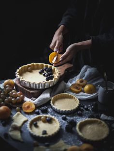 vegan tarts with plums and berries Food Photography Styling, Food Styling, Mashed Potatoes Calories, Vegan Tarts, Vegan Cake, Chocolate, Love Food, Food Inspiration, Vegetarian Recipes