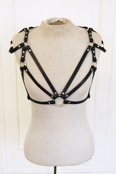 Still obsessing over Zana Bayne's leather harnesses. I want this in tan.