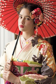 The Kimono Gallery Japanese Geisha, Japanese Kimono, Japanese Girl, Traditional Kimono, Traditional Dresses, Yukata, Umbrella Photography, Kimono Design, Japanese Costume