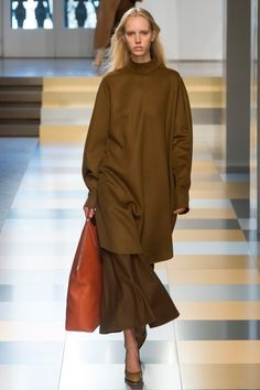 Jil Sander Fall 2017 Ready-to-Wear Fashion Show Collection: See the complete Jil Sander Fall 2017 Ready-to-Wear collection. Look 36 Kids Fashion Show, Fashion Week, Fashion 2017, Womens Fashion, Fashion Trends, Jil Sander, Casual Work Outfits, Work Casual, Mode Hijab
