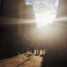 Late evening sun beams through the alleys of Spitalfields in London tonight #BurberryWeather 26°C | 79°F