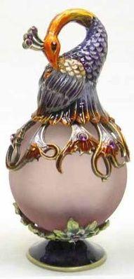 Welforth Fine Pewter Peacock Purple Perfume Bottle by Welforth Perfume Atomizer, Antique Perfume Bottles, Vintage Bottles, Parfum Mademoiselle, Objets Antiques, Perfumes Vintage, Glas Art, Beautiful Perfume, Bottle Design