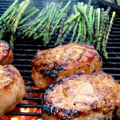 Roasted apple grilled pork chops make use of a delicious marinade and sauce that's made from real ingredients. Pork Loin Chops, Grilled Pork Chops, Grilled Chicken, Marinated Flank Steak, Bbq Pork Ribs, Roasted Apples, Pork Rib Recipes, Chicken With Olives, Easy Baked Chicken