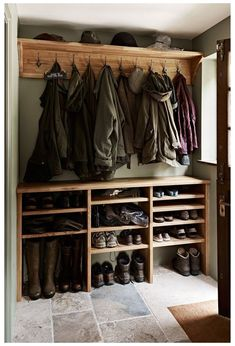 Mudroom Laundry Room, Farmhouse Laundry Room, Laundry Room Design, Country Farmhouse, Mud Room In Garage, Mud Room Lockers, Farmhouse Ideas, Country Kitchen, Country Living