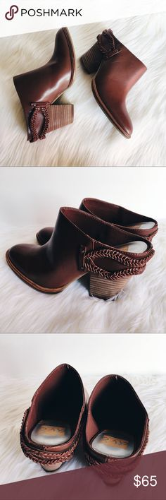 NEW Dolce Vita Brown Leather Braided Heeled Mules Size 8. Dv8 by Dolce Vita. New and never been worn. Very pretty rich brownish-red color. Cute braided detailing along the back. Stacked heel measuring approx. 3 inches. Perfect for fall! Original box not included. Make me an offer! Dolce Vita Shoes Mules & Clogs