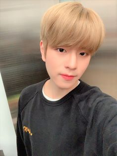 Stray Kids Seungmin, Kids Icon, Look At The Stars, Perfect Boy, Baby Puppies, Lee Know, Kpop Boy, Lee Min Ho, South Korean Boy Band