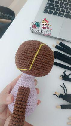 Como faço os cabelos cacheados das minhas bonecas – Bonek de Crochê Amigurumi Doll, Amigurumi Patterns, Knitting Patterns, Crochet Patterns, Hair Patterns, Doll Patterns, Crochet Dolls, Crochet Hats, African Dolls