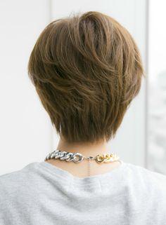 大人に似合う耳かけショートスタイル(髪型ショートヘア)