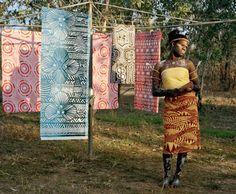 photo by Bindi Cole ( via Aboriginal Art Coop Gallery)