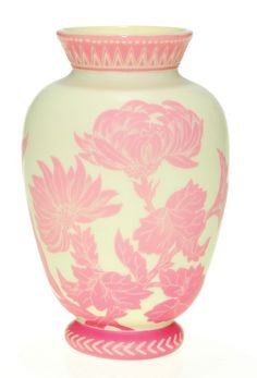 Fine English cameo vase attributed to Stevens & Williams. The vessel displays a natural growth of Rose du Berry peoni. Steven Williams, Chevron Patterns, Auction Items, Glass Art, December, Display, Vases, British, English