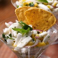Turn coconut into an incredible ceviche with this easy recipe. The perfect snack while out enjoying the sun Vegan Keto Recipes, Healthy Eating Recipes, Snack Recipes, Aperitivos Vegan, Baked Lobster Tails, Open A Coconut, Ceviche Recipe, Snacks, Main Meals