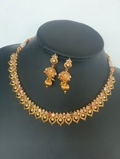 Jewelry Design Earrings, Gold Earrings Designs, Necklace Designs, Statement Jewelry, Gold Bangles Design, Gold Jewellery Design, Gold Jewelry Simple, Stylish Jewelry, Indian Jewelry Sets